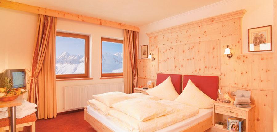 Austria_Hochgurgl_Hotel-Riml_Talblick-bedroom.jpg